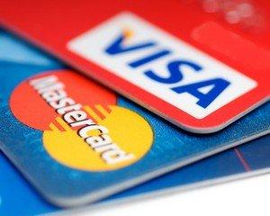 Visa и MasterCard перестали обслуживать четыре банка РФ